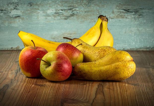 Фрукты: бананы, яблоки, груши