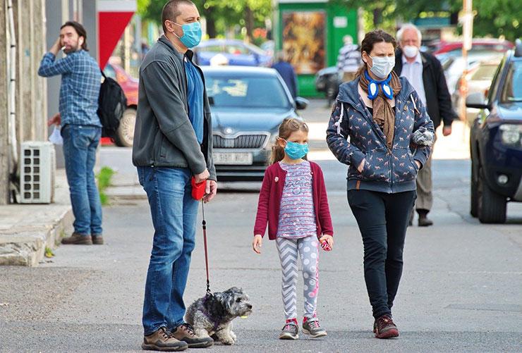 Нужно ли носить маску на улице